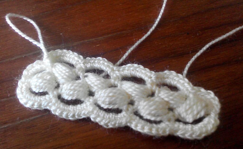 Ленточное кружево на основе шнура из пышных столбиков